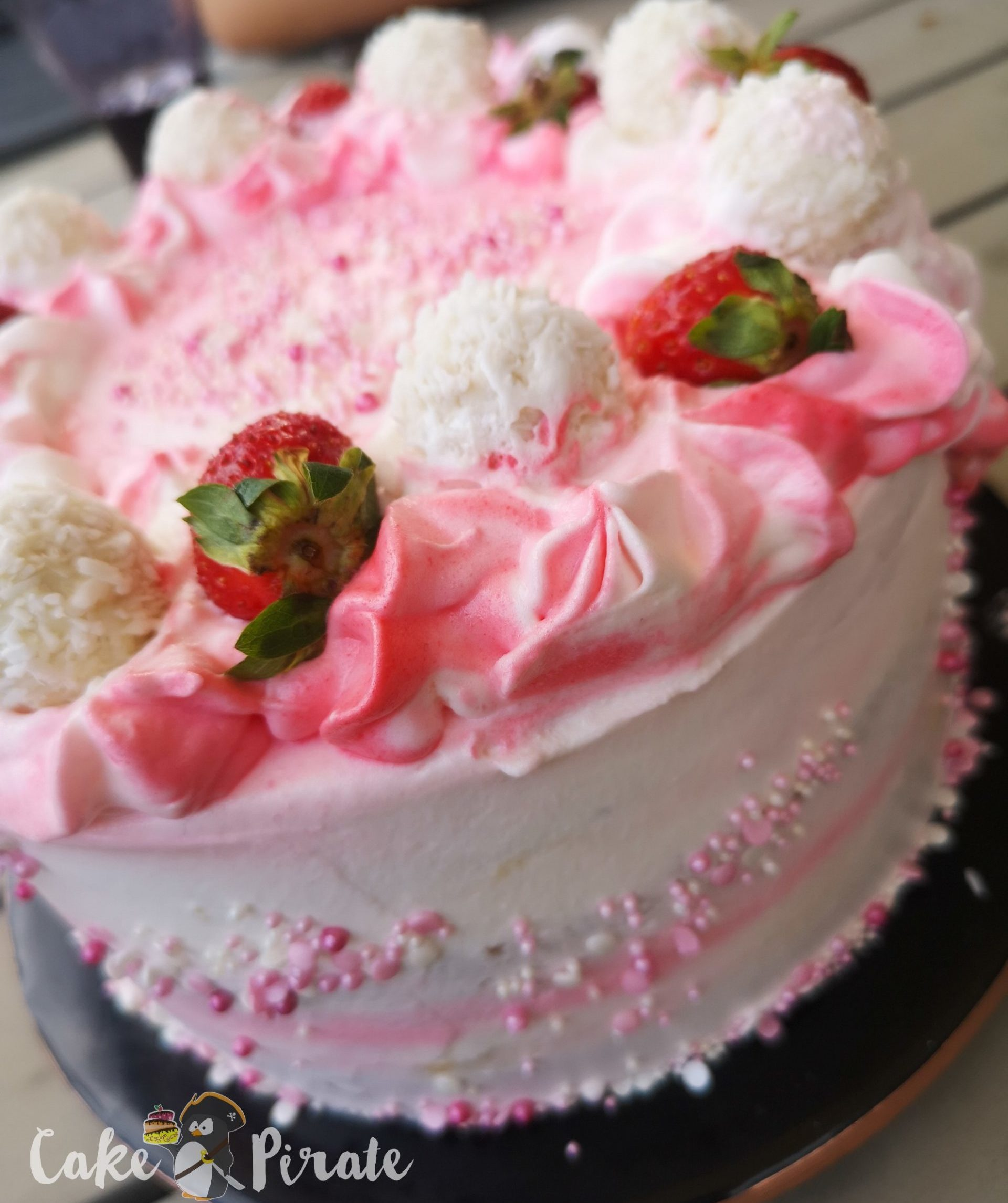 Cremige Erdbeer-Raffaelo-Torte